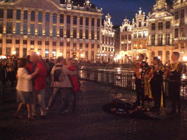 brussels-grand-place-dancing